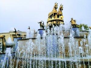馬の形をした黄金の噴水
