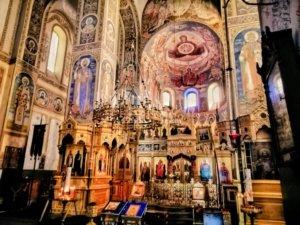 豪華な教会内装