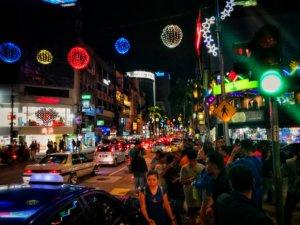 マレーシアのライトアップ夜歩き