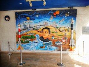 サティシュ・ダワン宇宙センターの記念レリーフ