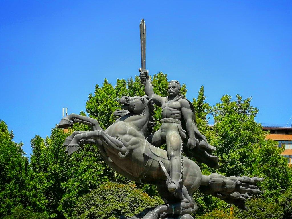 アルメニアの銅像