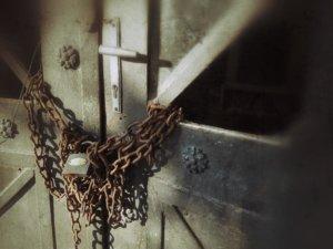鍵のかけられた廃墟