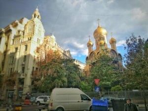 金色に輝く玉ねぎ屋根の教会