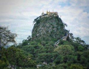 ナッ信仰の聖地ポッパ山