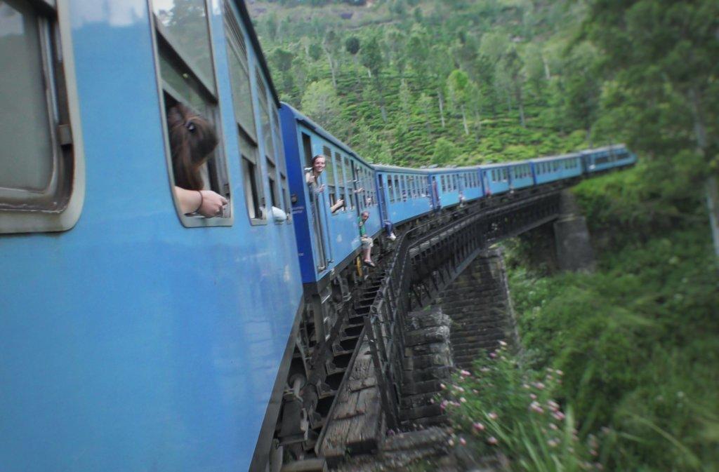 山岳鉄道の青色電車
