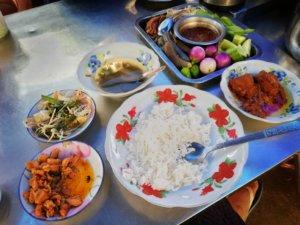 色々楽しめるミャンマー定食