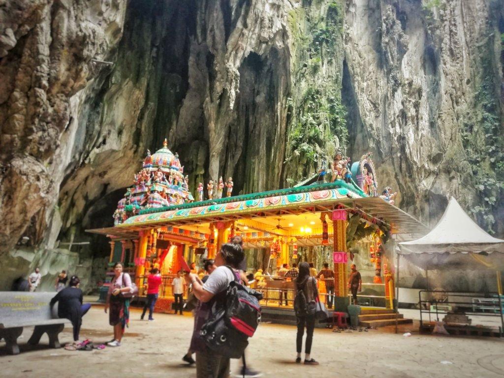 ヒンズー教を祀るバトゥ洞窟の寺院
