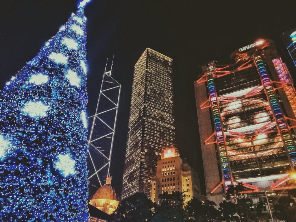 平和だった頃の香港島のクリスマスツリー
