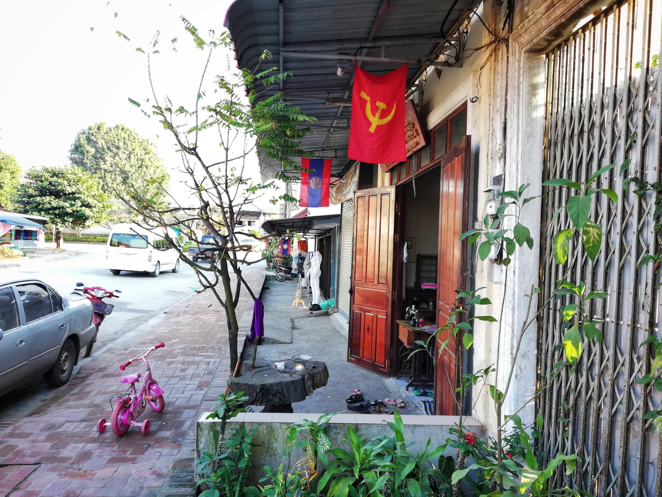ラオスの国旗とソビエトシンボル