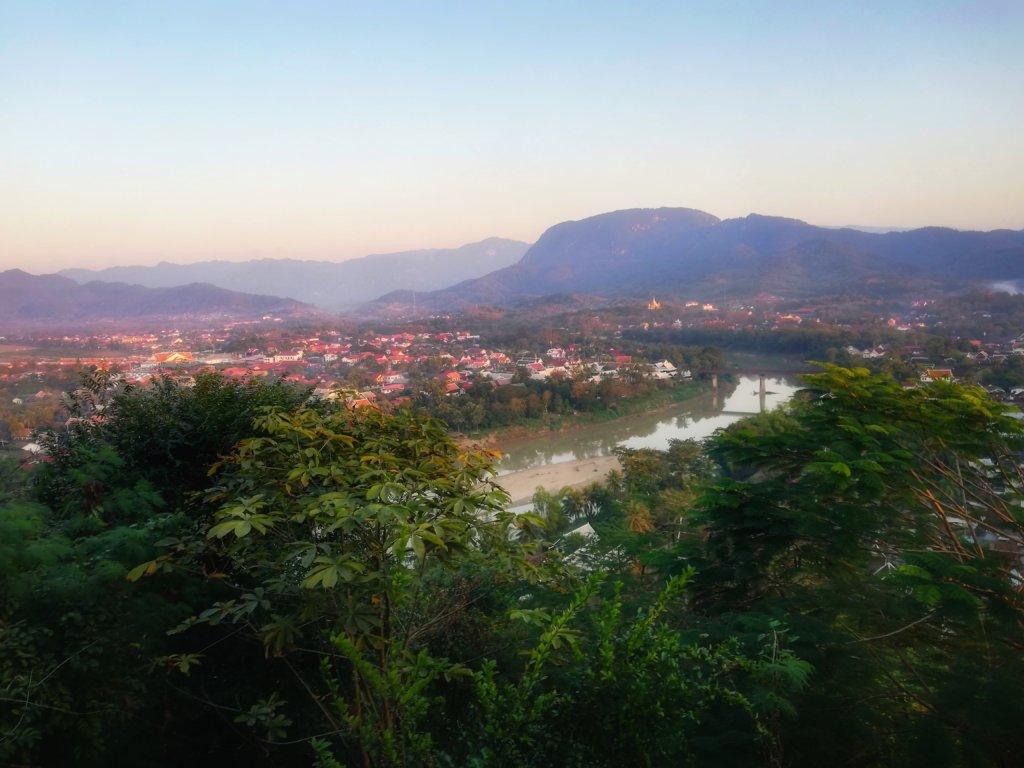 朝焼けのルアンパバーン全景inラオス, Panoramic view of Morning Luang Prabang in Laos