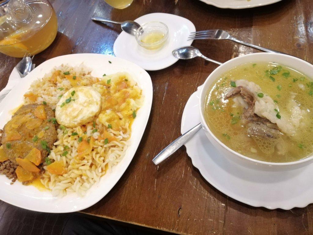 ごろりとした肉の入ったスープ