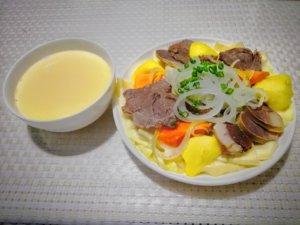 キルギス料理のスープと麺