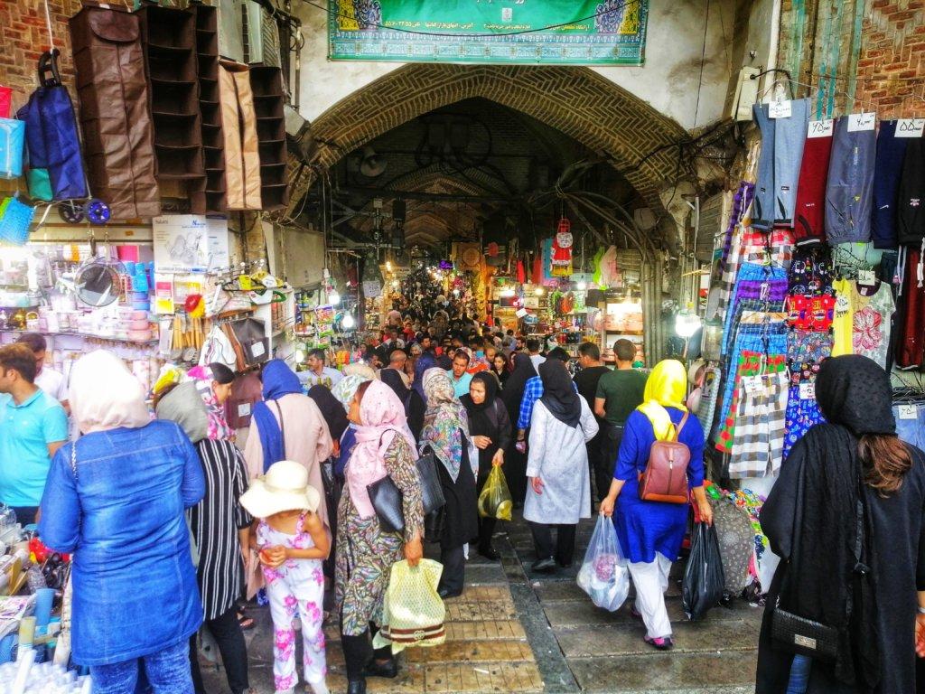 人々で溢れるテヘランのマーケット