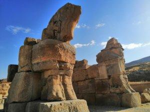 ペルセポリスの馬の像