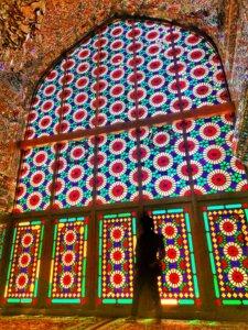 幾何学模様が美しいイランのステンドグラス