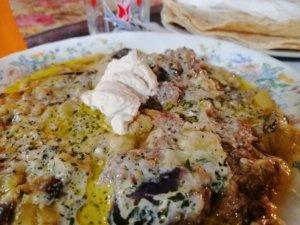 チーズの乗ったイラン料理