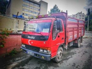 トルコ国旗を模したいすゞのトラック