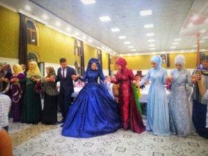 輪になって踊るトルコの結婚式