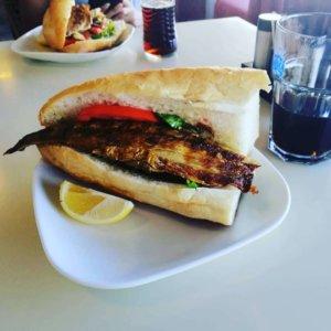 美味な魚サンドイッチ