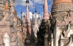 仏塔が建ち並ぶカックー遺跡