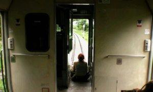 窓のない電車の先頭車両
