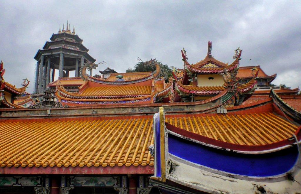 オレンジの瓦屋根が特徴的なペナン島の極楽寺