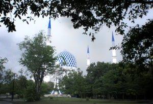 尖塔がかっこいいブルーモスク