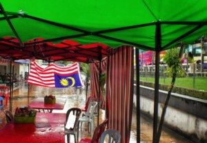 マレーシア国旗とスコール