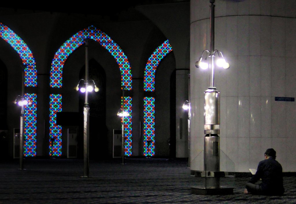 マレーシアのモスクの静謐な雰囲気