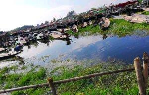 小舟が沢山泊まっているミャンマーの湖上市場