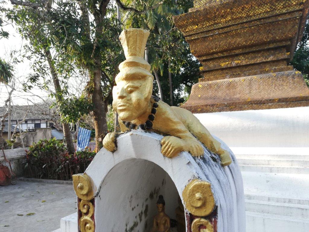 ルアンパバーンの金の猿