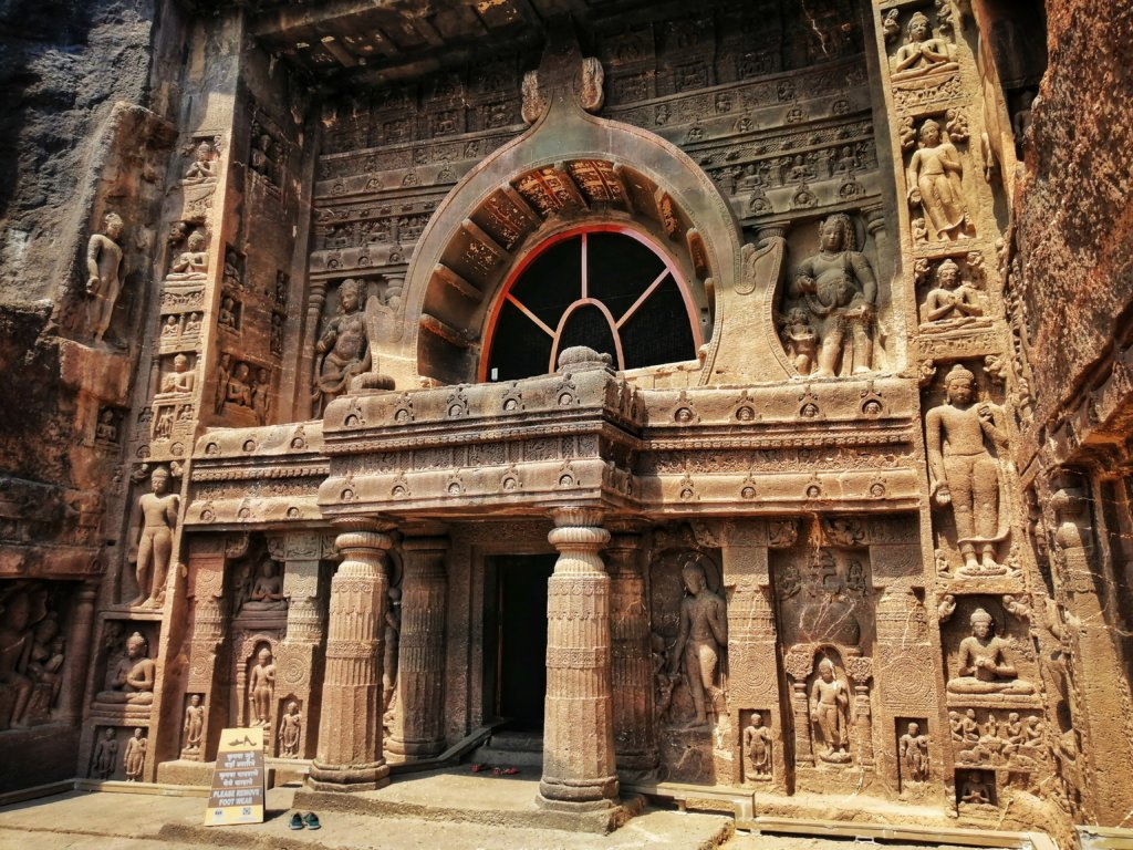 アジャンタ石窟寺院の様子