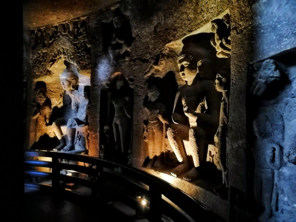 アジャンタ遺跡の仏像