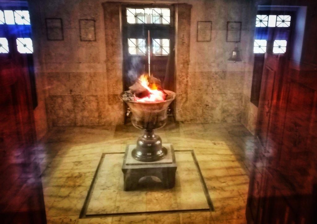 ゾロアスターの聖なる炎