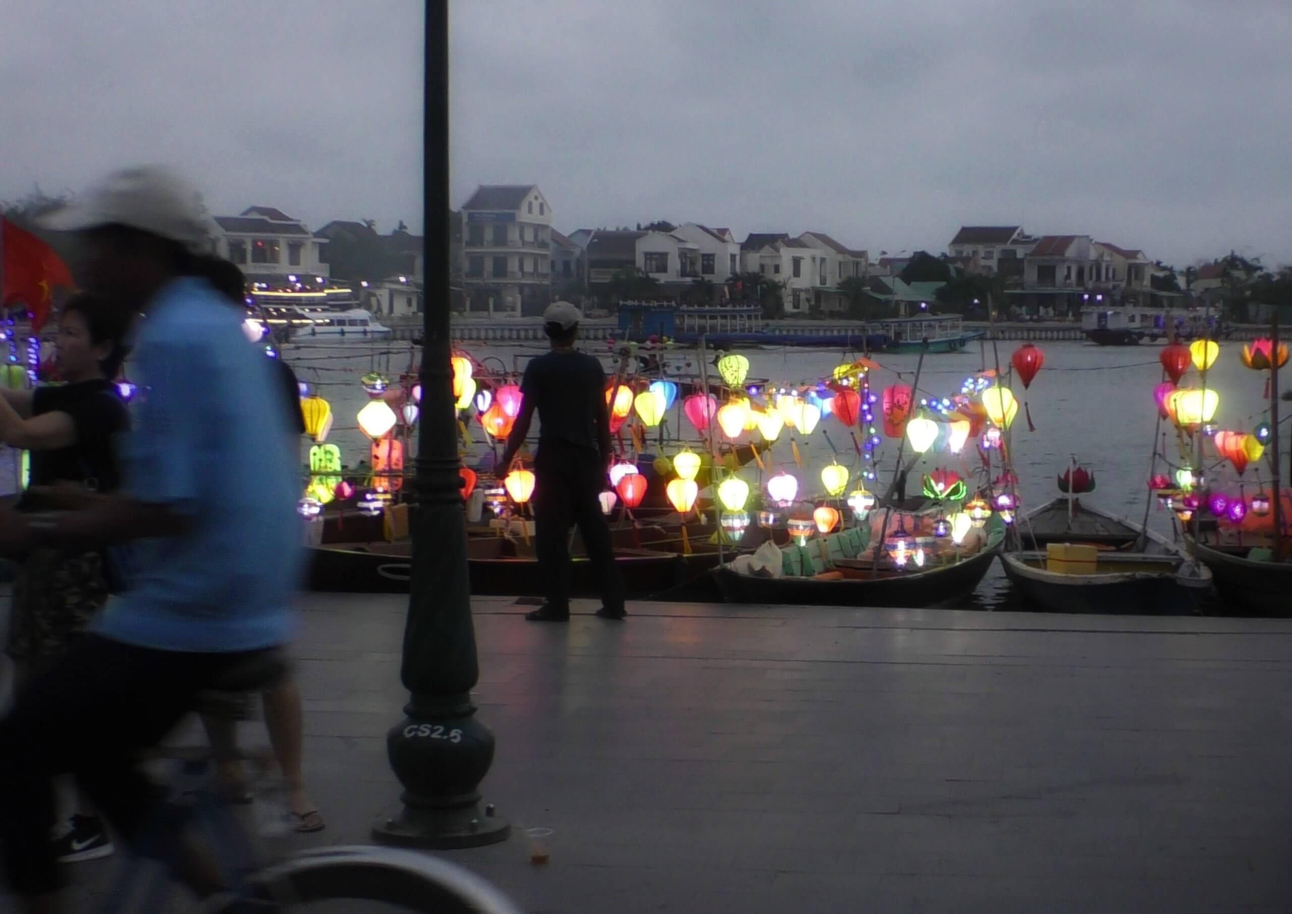 ホイアンの提灯船