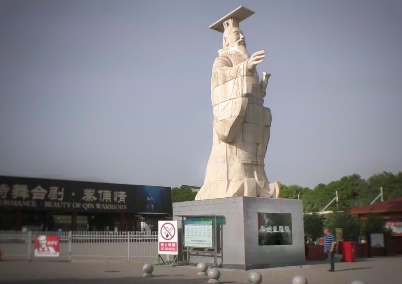 始皇帝の像