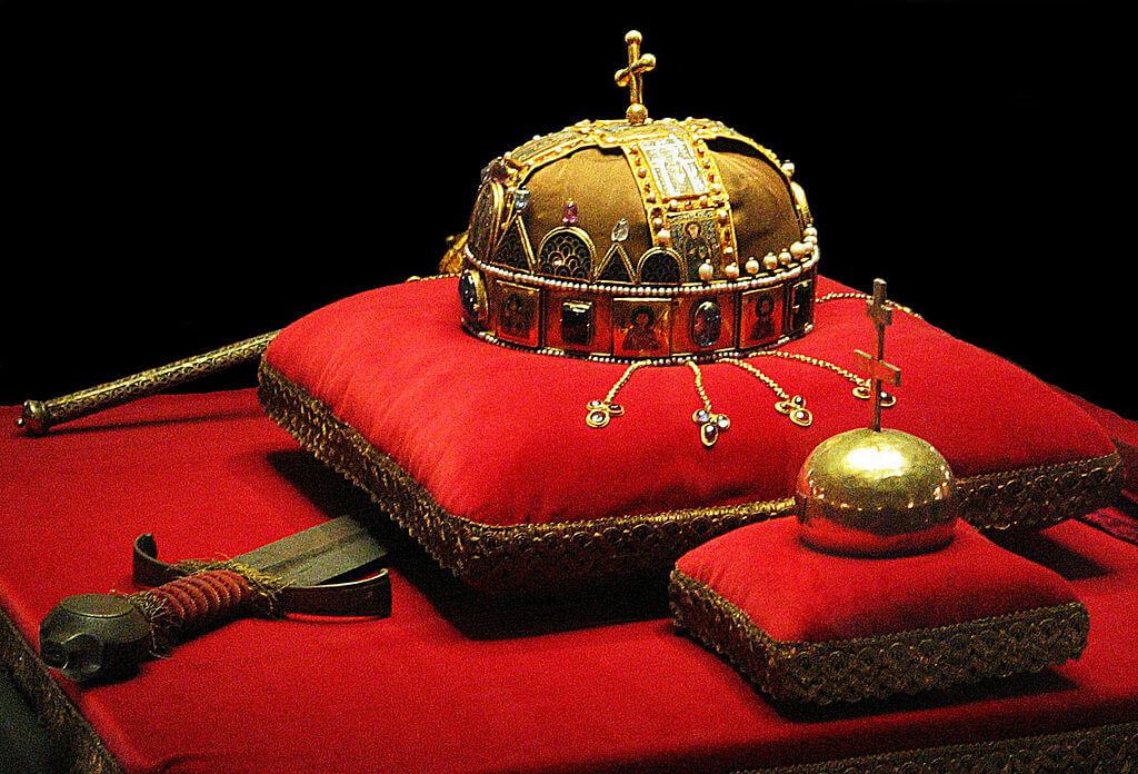 聖イシュトヴァーンの王冠