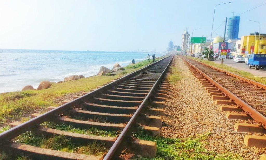 侵入自由な線路と海岸線