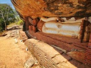 ピドゥランガラロックの涅槃像