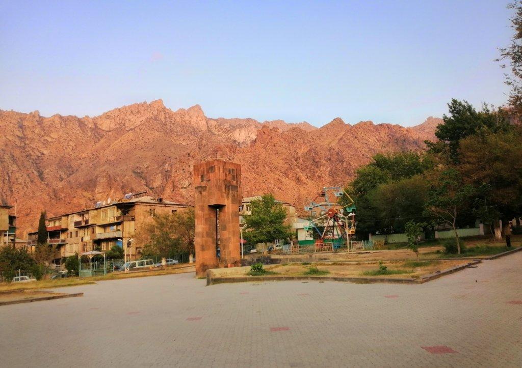 寂れた国境の町にある公園