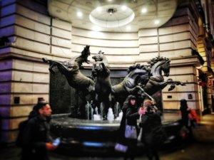 4匹の馬の像