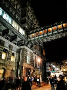 夜の渡り廊下