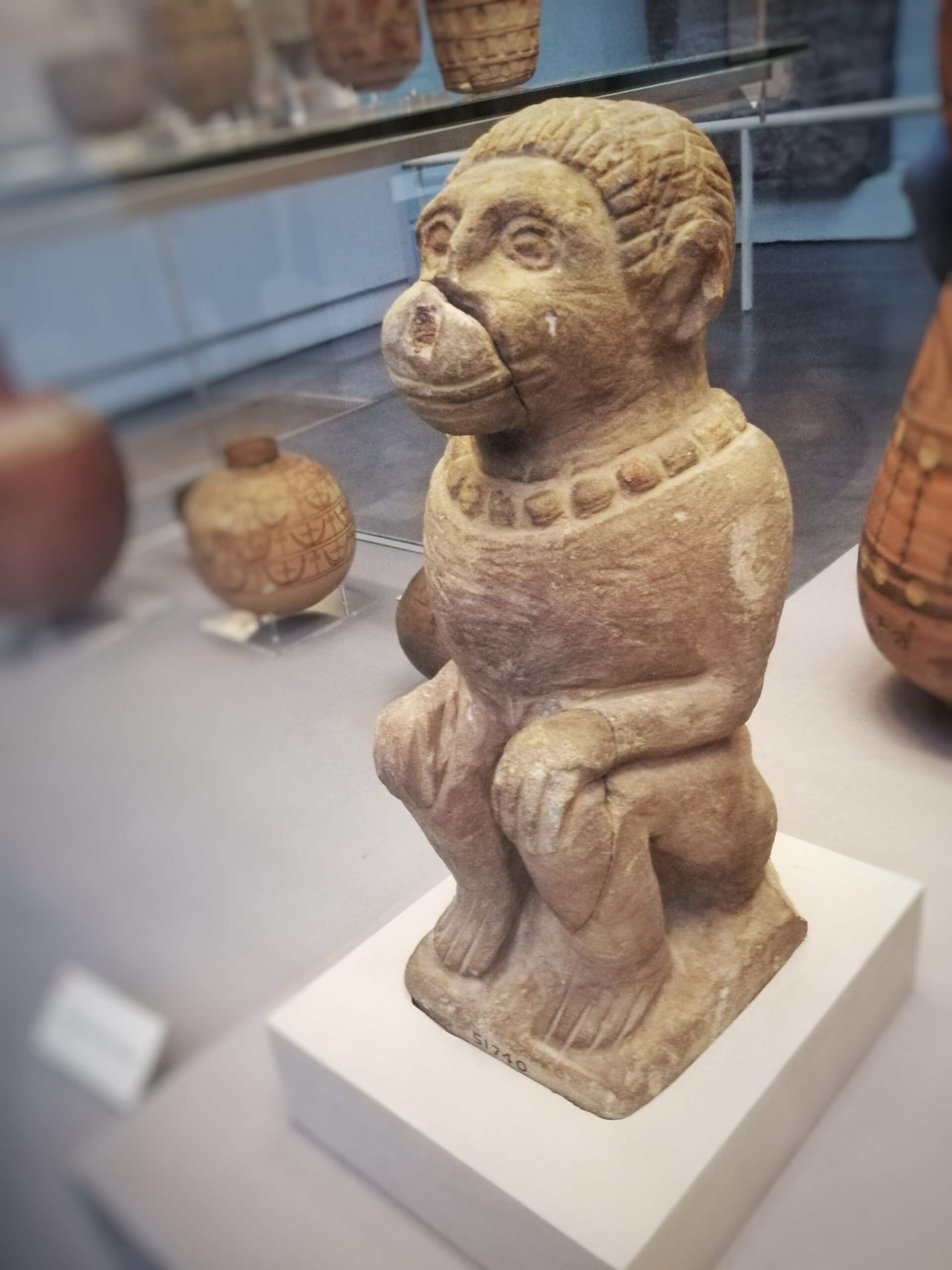 エジプトの猿の像