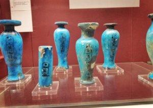 エジプトから発掘されたターコイズの瓶