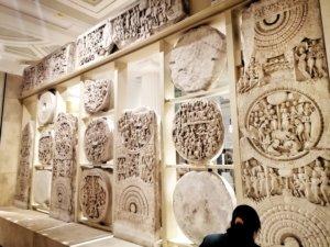 インドから持ってきた壁彫り