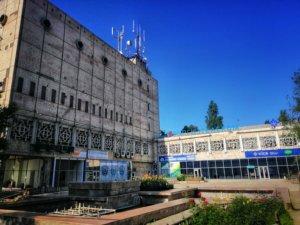 カザフスタンの旧ソ連っぽい建物
