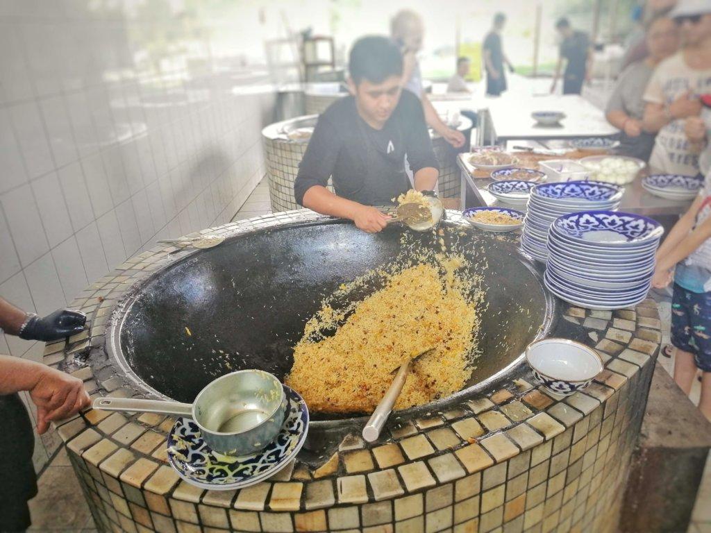 ウズベキスタンの巨大ポロフ鍋