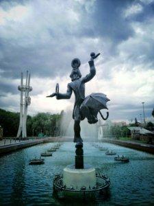 カザフスタンのピエロ像