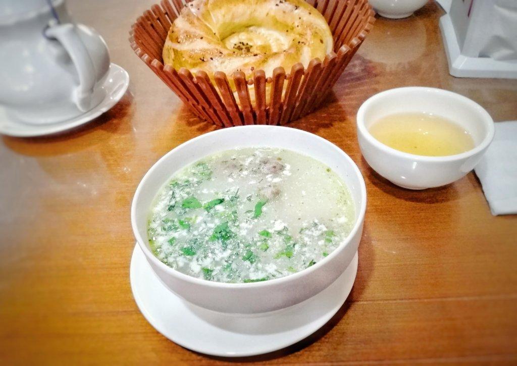 ウズベキスタン:パンとヨーグルトスープ
