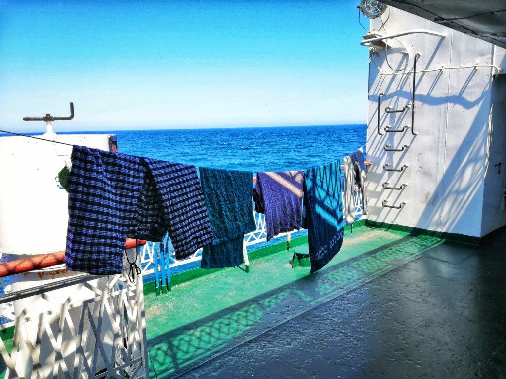 カスピ海に干した洗濯物